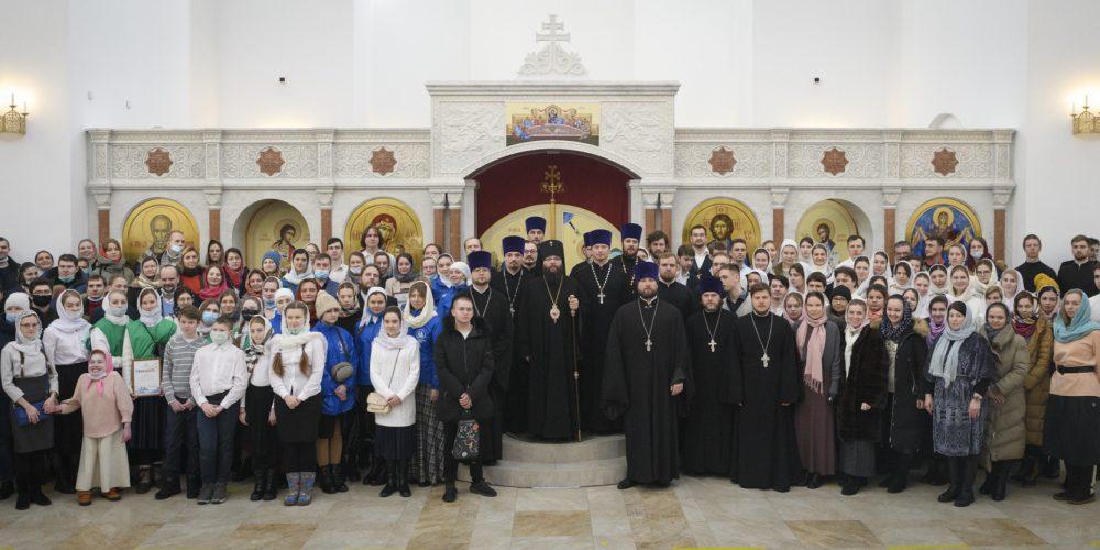 Управляющий Юго-Восточным и Северо-Восточным викариатствами совершил Божественную литургию с участием православной молодежи в Покровском храме на Люберецких полях