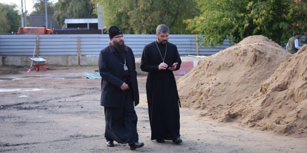 Архиепископ Егорьевский Матфей посетил место будущего строительства храма Преображения Господня в Лефортове