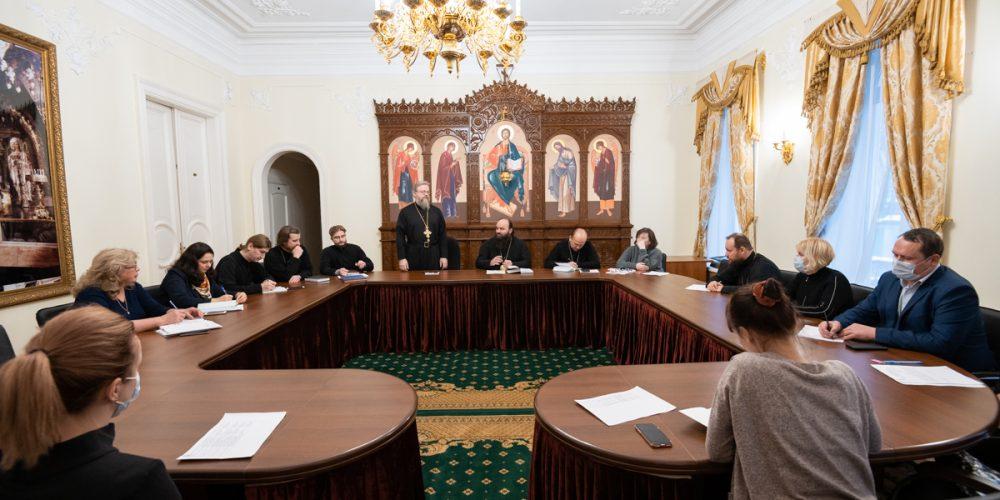 Вопрос передачи в собственность приходов двух храмовых комплексов в Юго-Восточном викариатстве обсудили на совещании в Финансово-хозяйственном управлении Русской Православной Церкви