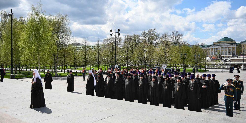 Архиепископ Егорьевский Матфей принял участие в возложении венока к могиле Неизвестного солдата у Кремлевской стены Святейшим Патриархом Кириллом
