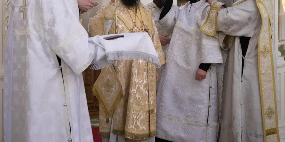 Управляющий Юго-Восточным викариатством возглавил Божественную литургию и совершил диаконскую хиротонию в храме святого благоверного князя Андрея Боголюбского на Волжском
