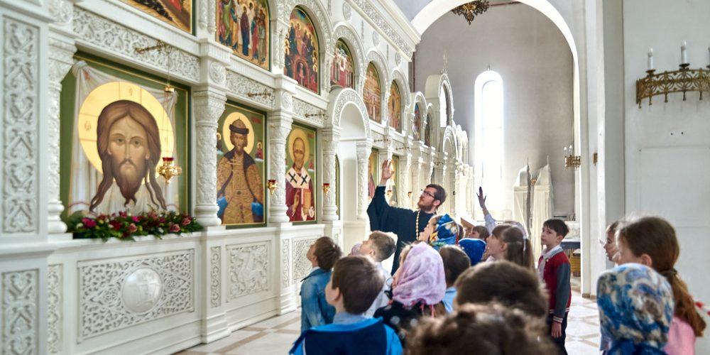 Храм святого благоверного князя Андрея Боголюбского на Волжском посетили учащиеся общеобразовательных школ района