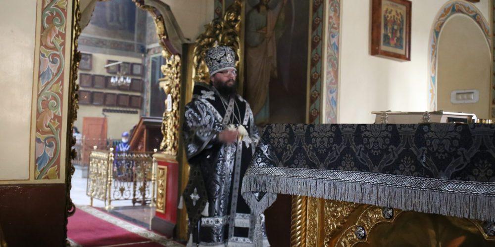 Архиепископ Егорьевский Матфей совершил литургию Преждеосвященных Даров в храме святых апостолов Петра и Павла в Лефортове