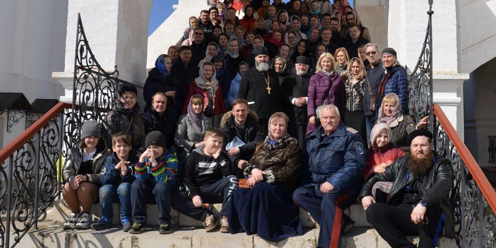 Прихожане храма святого праведного Иоанна Кронштадтского в Жулебине совершили однодневное паломничество к святыням Серпуховской земли