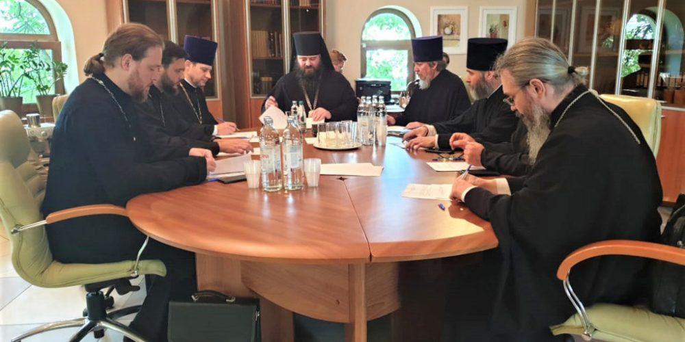 В храме преподобного Сергия Радонежского на Рязанке состоялось заседание Комиссии по погребению при Епархиальном совете г. Москвы