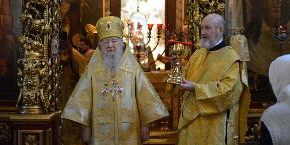 В день памяти своего небесного покровителя митрополит Ювеналий совершил Божественную литургия в Петропавловском храме в Лефортове