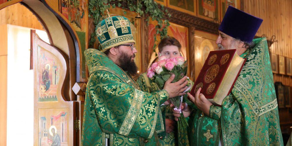 Архиепископ Егорьевский Матфей совершил Божественную литургию в храме святителя Тихона, Патриарха Московского, в Люблине