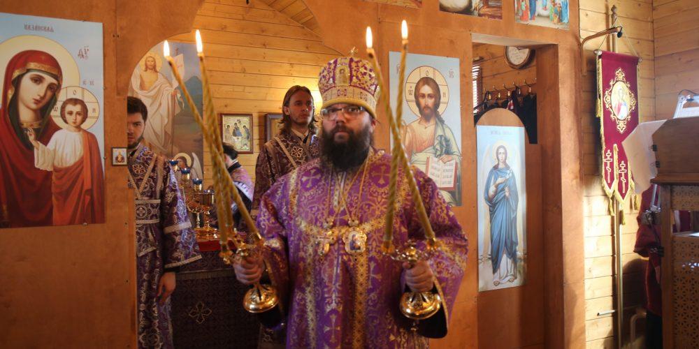 Управляющий Юго-Восточным викариатством совершил Божественную литургию в храме Курско-Коренной иконы Божией Матери в Вязовке