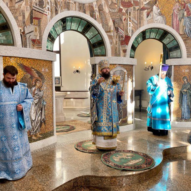 Архиепископ Егорьевский Матфей совершил всенощное бдение в храме иконы Божией Матери «Воспитание» в Некрасовке