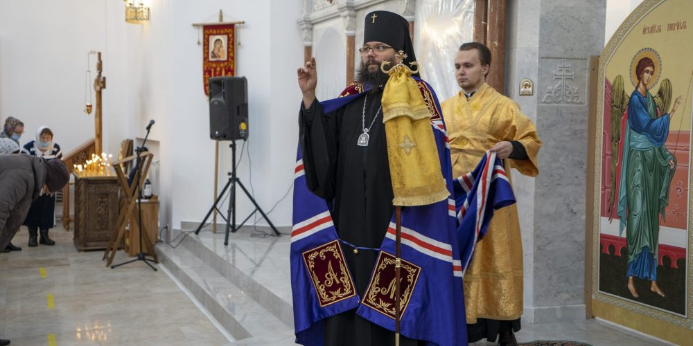 Архиепископ Егорьевский Матфей совершил Божественную литургию в храме Покрова Пресвятой Богородицы на Люберецких полях