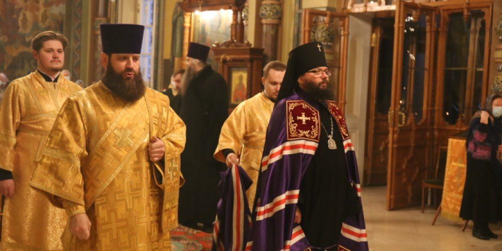 Управляющий Юго-Восточным викариатством совершил Божественную литургию в храме святителя Николая Мирликийского на Рогожском кладбище