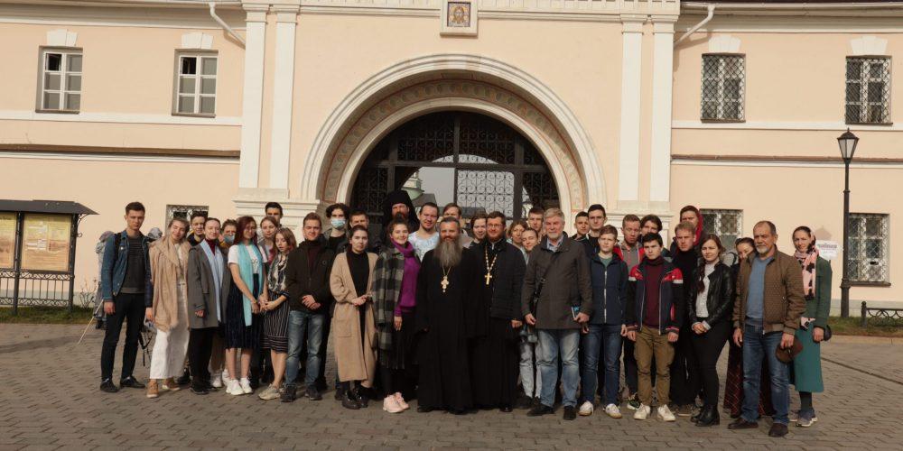 Группа преподавателей, студентов и аспирантов Московского энергетического института посетила Оптину Пустынь