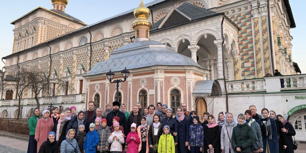 Прихожане и воспитанники воскресной школы храма святого праведного Симеона Верхотурского совершили паломничество в Троице-Сергиеву Лавру