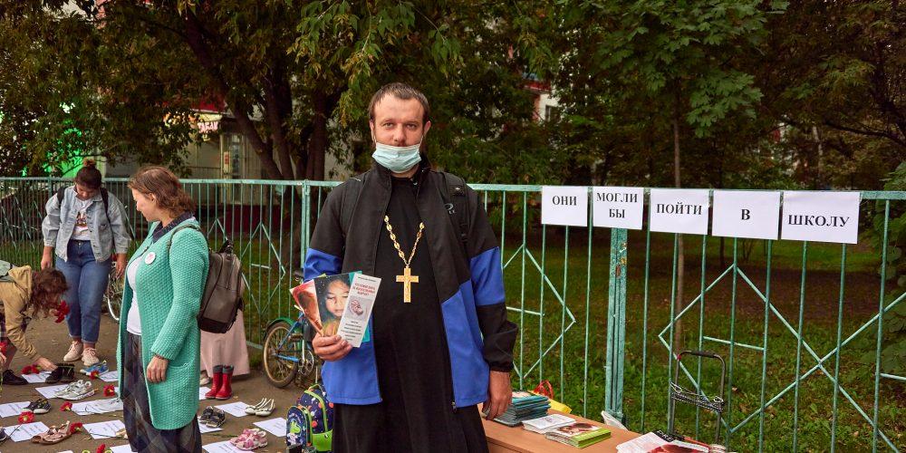 Молодежь из храма святого благоверного князя Андрея Боголюбского на Волжском провели в Текстильщиках акцию «Они могли бы пойти в школу»