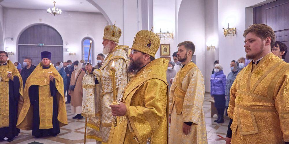 Архиерейское богослужение в храме святого благоверного князя Андрея Боголюбского на Волжском