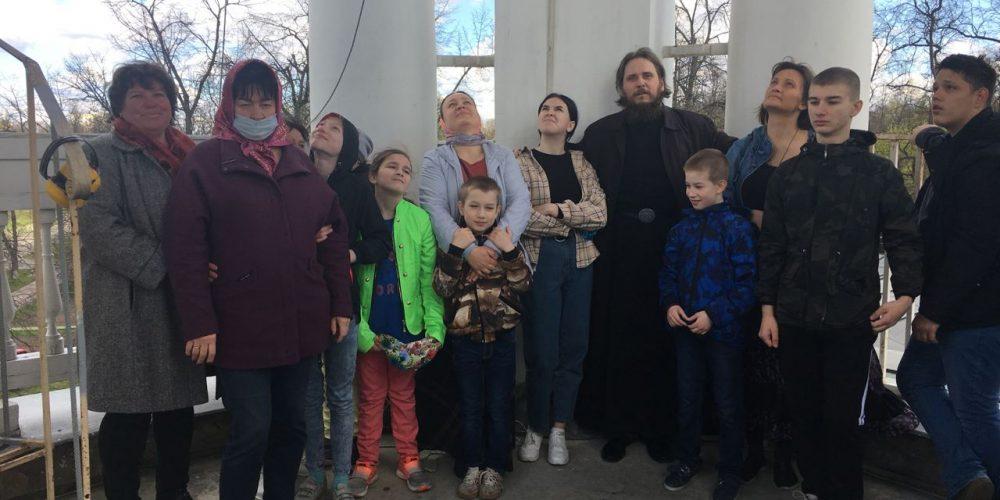 Деятельность молодежного объединения при храме Влахернской иконы Божией Матери в Кузьминках в Пасхальные дни.
