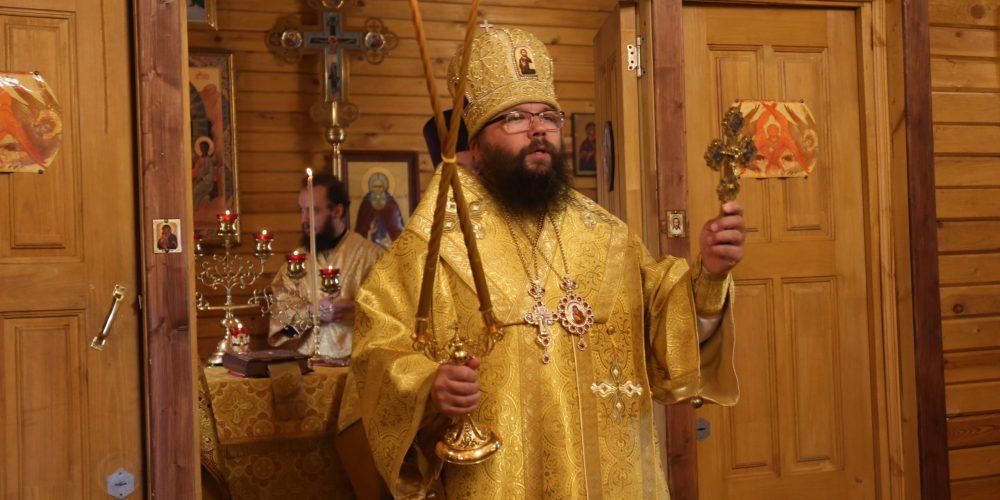Архиепископ Егорьевский Матфей совершил Божественную литургию в храме Покрова Пресвятой Богородицы в Выхине
