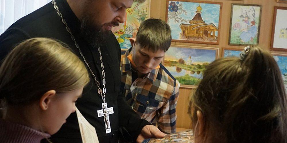 Дети из Центра социальной поддержки и Реабилитации детей-инвалидов «Семь-Я» посетили храм святого праведного Симеона Верхотурского в Марьине