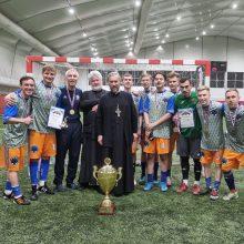 Юношеская футбольная команда храма святого праведного Иоанна Кронштадтского в Жулебине одержала победу Международном Покровском турнире