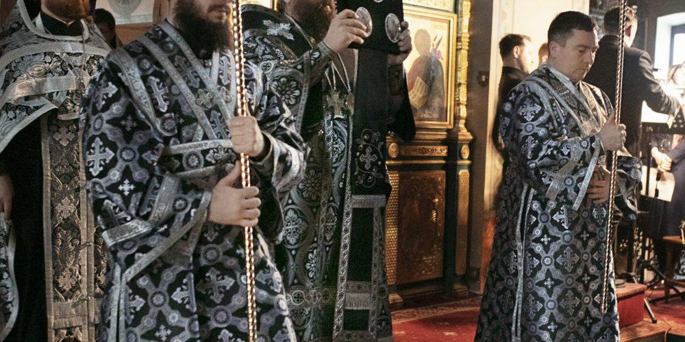 Управляющий Юго-Восточным викариатством совершил Пассию в храме Живоначальной Троицы в Карачарове