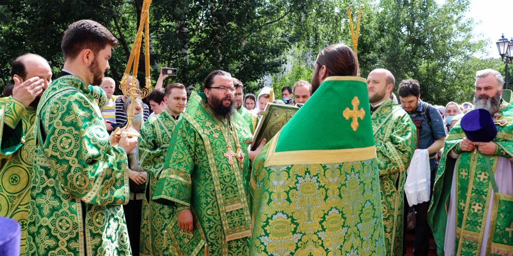 Архиепископ Егорьевский Матфей возглавил престольные торжества на приходе храма святого праведного Иоанна Кронштадтского в Жулебине