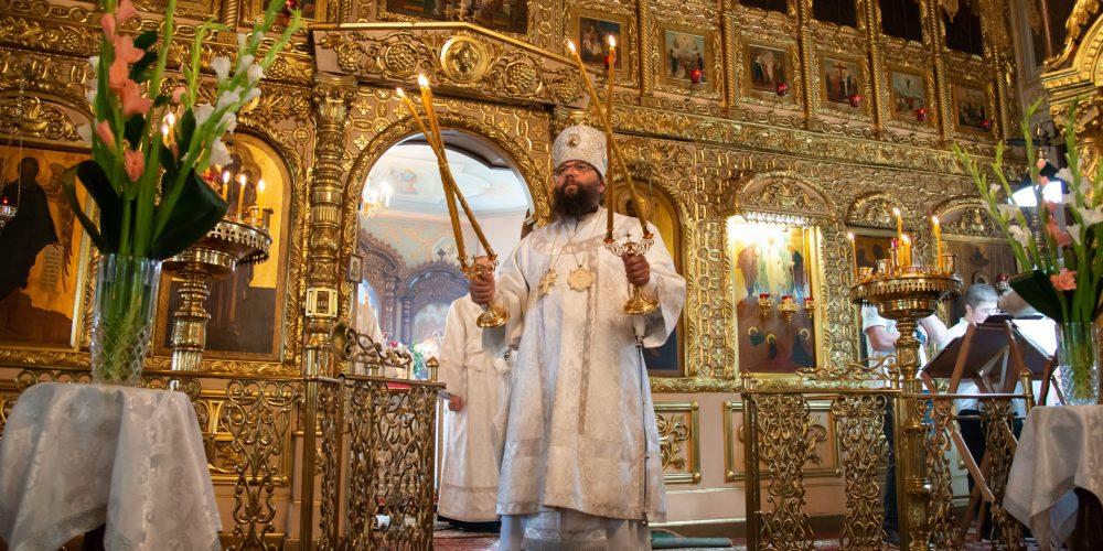 Архиепископ Егорьевский Матфей совершил литургию в храме Преображения Господня в Богородском
