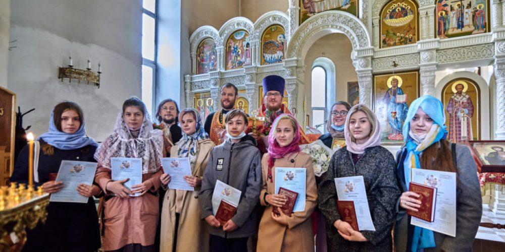 В воскресной школе храма святого благоверного князя Андрея Боголюбского на Волжском прошел третий выпуск
