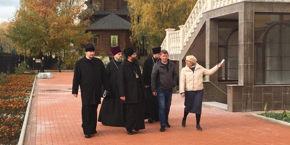 Архиепископ Егорьевский Матфей посетил храм Сретения Господня в Жулебине
