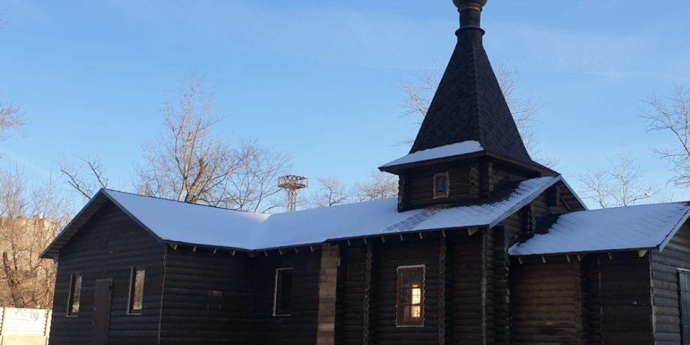 В праздник Рождества Христова на Патриаршем подворье храма Преображения Господня в Лефортове была совершена первая Божественная литургия