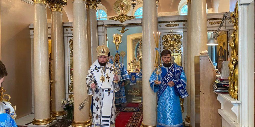 Архиерейское богослужение в день престольного праздника в храме Влахернской иконы Божией Матери в Кузьминках