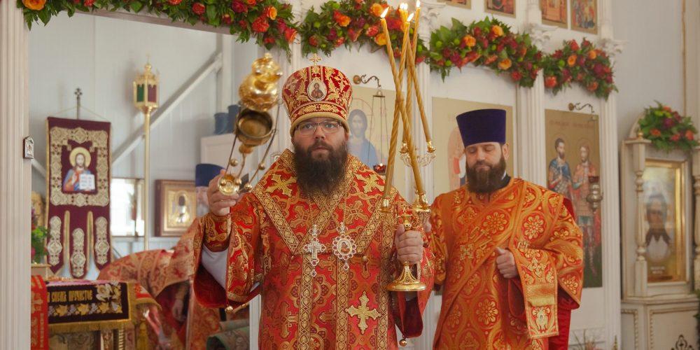 Управляющий Юго-Восточным викариатством совершил Божественную литургию в храме мучеников Анатолия и Протолеона в Марьине