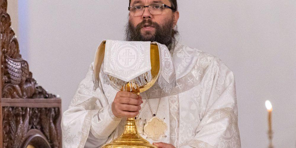 Архиепископ Егорьевский Матфей совершил Божественную литургию и панихиду в храме Сретения Господня в Жулебине