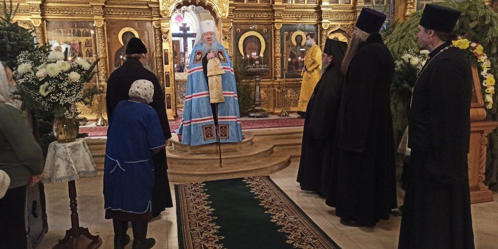 В субботу по Рождестве Христовом Патриарший наместник Московской епархии совершил Литургию в Никольском храме на Рогожском кладбище