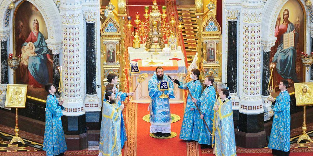Архиепископ Егорьевский Матфей сослужил Святейшему Патриарху Кириллу в Храме Христа Спасителя в праздник Успения Пресвятой Богородицы