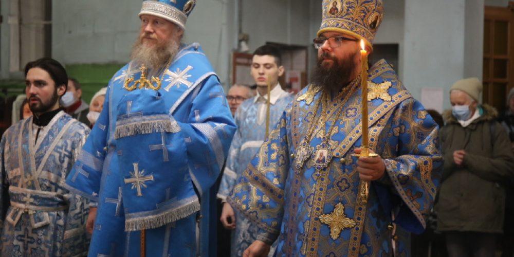 Архиепископ Егорьевский Матфей совершил всенощное бдение в храме иконы Божией Матери «Знамение» в Кунцеве