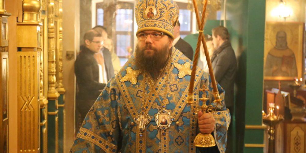 Архиепископ Егорьевский Матфей в день празднования иконы Божией Матери «Знамение» возглавил малый престольный праздник в храме Живоначальной Троицы в Карачарове